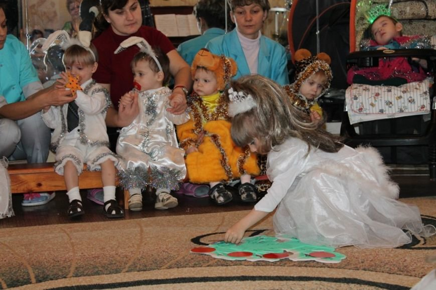 Воспитанники артемовского Дома Ребенка блеснули талантами перед Дедом Морозом, фото-4