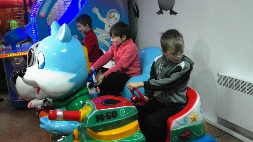Дети-сироты Красноармейска еще долго будут вспоминать праздник, который им подарили предприниматели, фото-3