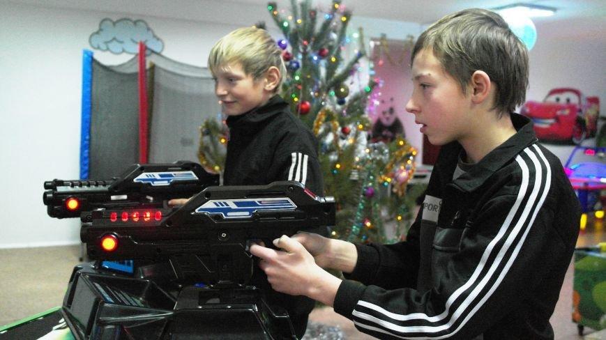 Дети-сироты Красноармейска еще долго будут вспоминать праздник, который им подарили предприниматели, фото-2