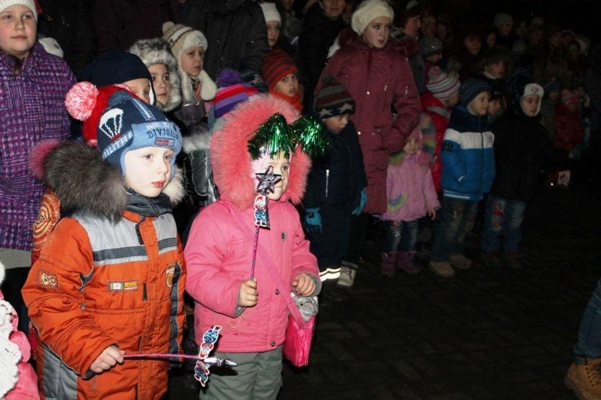 В Артемовске водили огромный хоровод вокруг главной городской елки (ВИДЕО), фото-3