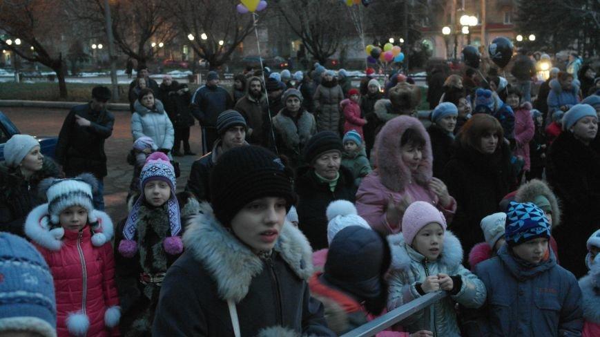 «Раз, два, три…» В Красноармейске «зажглась» Новогодняя елка, фото-12