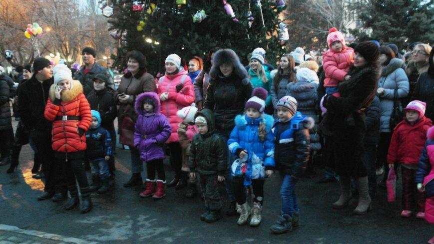 «Раз, два, три…» В Красноармейске «зажглась» Новогодняя елка, фото-15