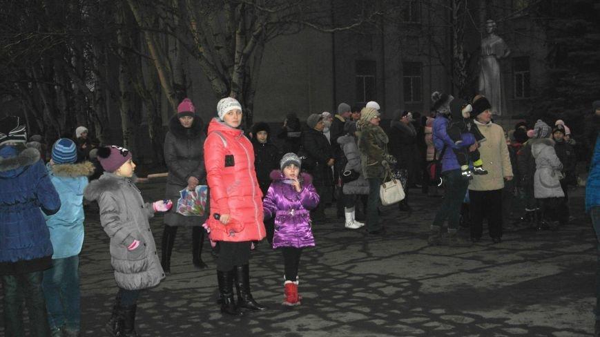 «Раз, два, три…» В Красноармейске «зажглась» Новогодняя елка, фото-4
