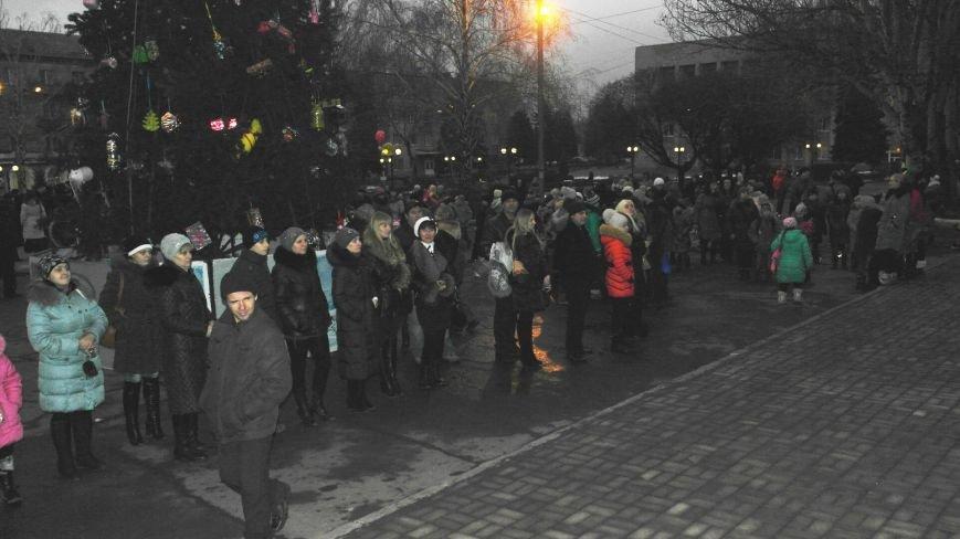 «Раз, два, три…» В Красноармейске «зажглась» Новогодняя елка, фото-5