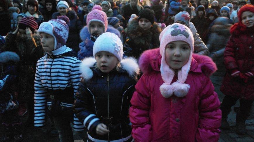 «Раз, два, три…» В Красноармейске «зажглась» Новогодняя елка, фото-18