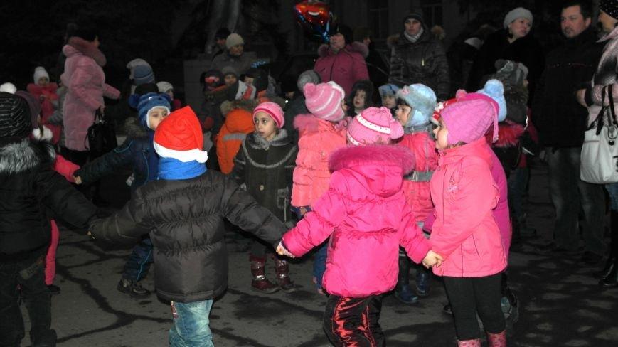 «Раз, два, три…» В Красноармейске «зажглась» Новогодняя елка, фото-2