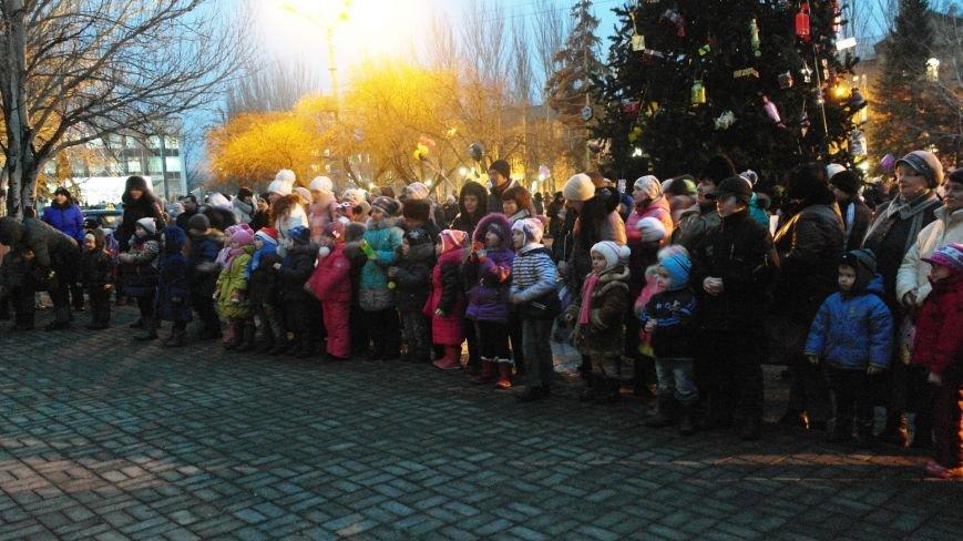 «Раз, два, три…» В Красноармейске «зажглась» Новогодняя елка, фото-22
