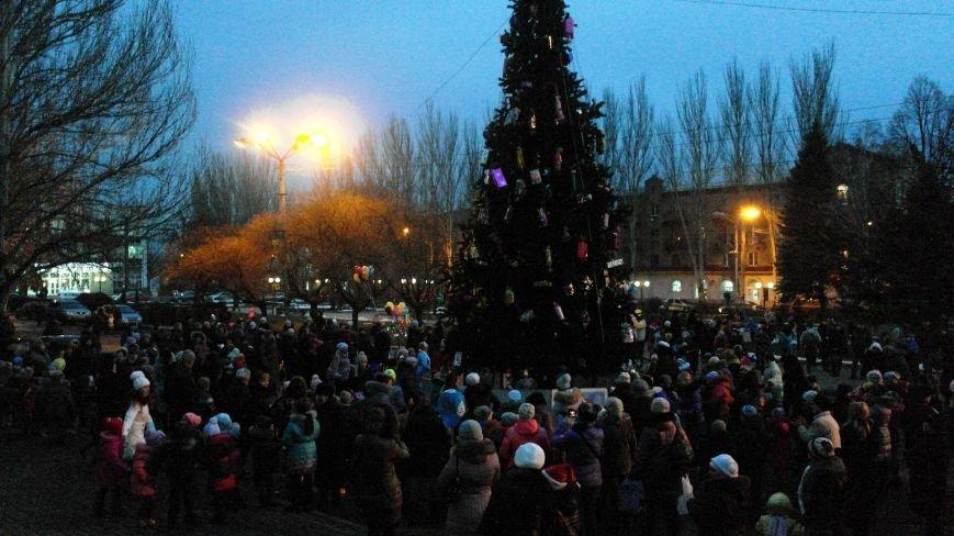 «Раз, два, три…» В Красноармейске «зажглась» Новогодняя елка, фото-20