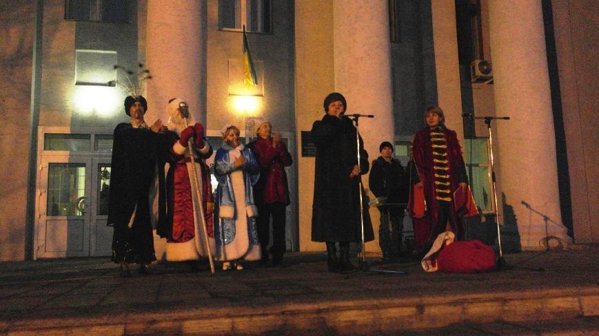 «Раз, два, три…» В Красноармейске «зажглась» Новогодняя елка, фото-25