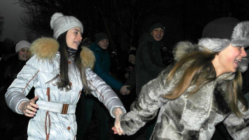 «Раз, два, три…» В Красноармейске «зажглась» Новогодняя елка, фото-3
