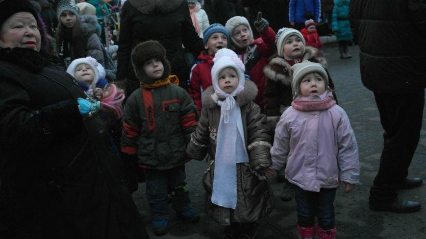 «Раз, два, три…» В Красноармейске «зажглась» Новогодняя елка, фото-7