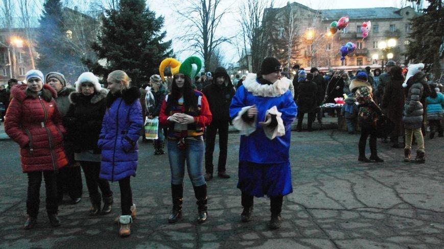 «Раз, два, три…» В Красноармейске «зажглась» Новогодняя елка, фото-14