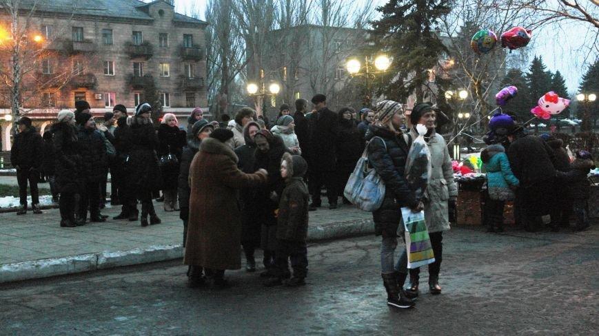 «Раз, два, три…» В Красноармейске «зажглась» Новогодняя елка, фото-13