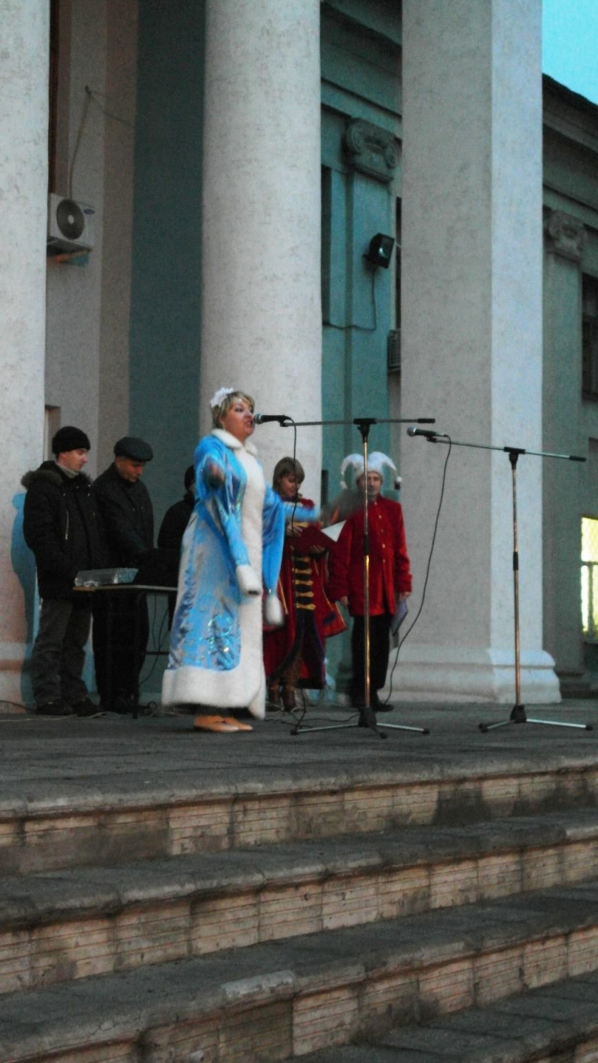 «Раз, два, три…» В Красноармейске «зажглась» Новогодняя елка, фото-17