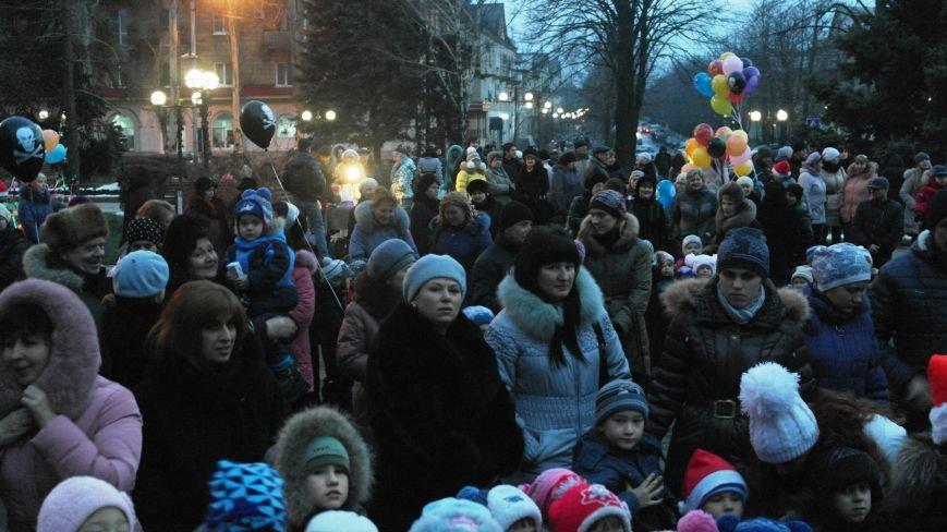 «Раз, два, три…» В Красноармейске «зажглась» Новогодняя елка, фото-11