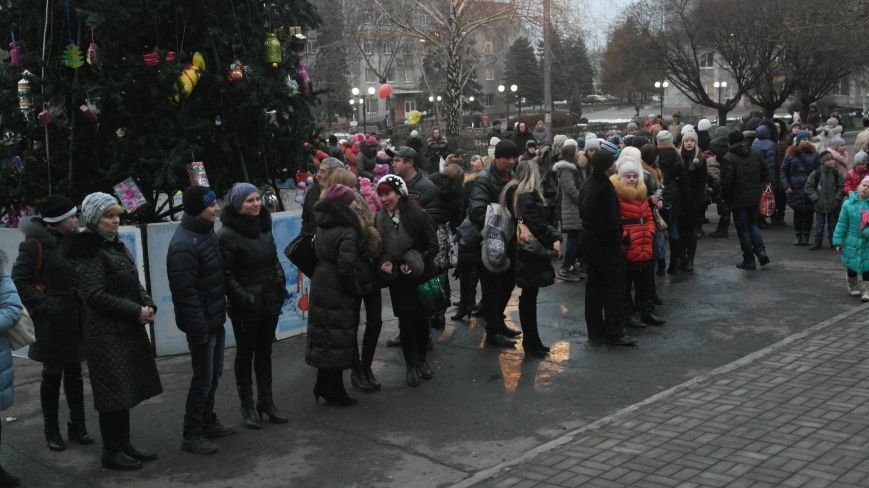 «Раз, два, три…» В Красноармейске «зажглась» Новогодняя елка, фото-6