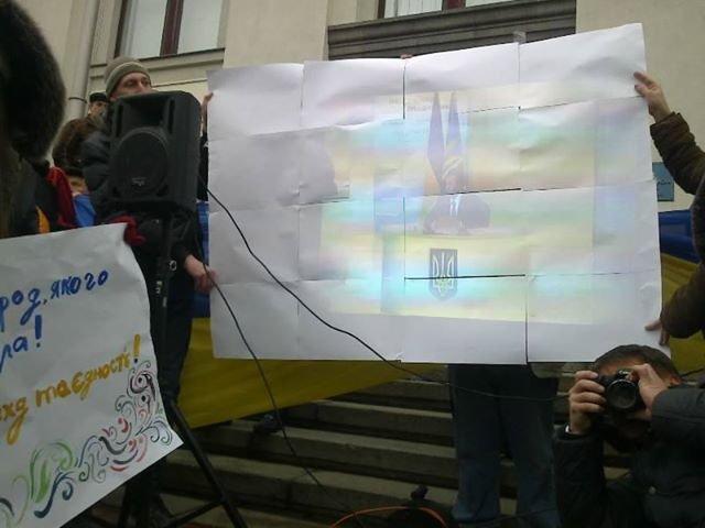 Сегодня Луганский Евромайдан закидали дымовыми шашками (ФОТО, ВИДЕО), фото-1