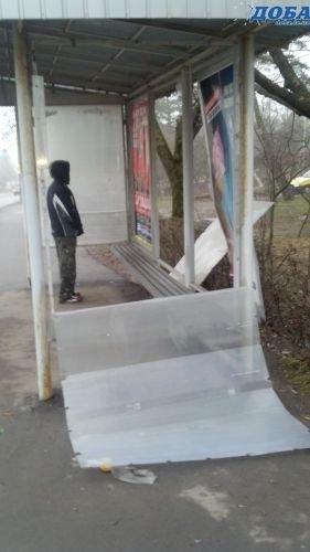Вандали після новорічної ночі розбили нові зупинки у Тернополі (фото), фото-2