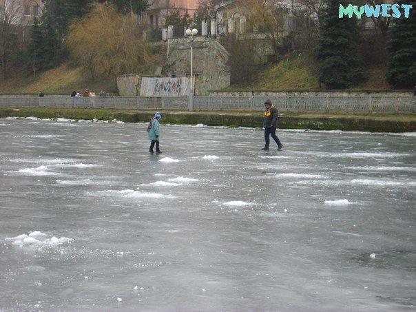 Небезпечні розваги: троє підлітків вистрибнули на кригу Тернопільського озера (фото), фото-4