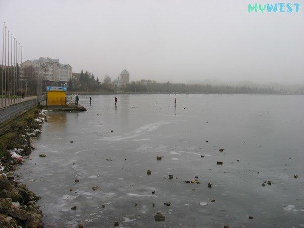Небезпечні розваги: троє підлітків вистрибнули на кригу Тернопільського озера (фото), фото-5