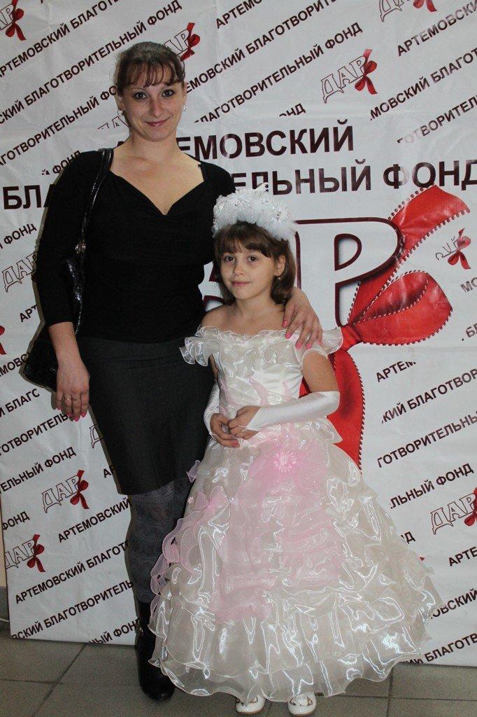 Детвора из многодетных артемовских семей получила подарки к Новому году, фото-2