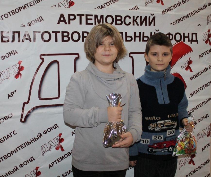 Детвора из многодетных артемовских семей получила подарки к Новому году, фото-1