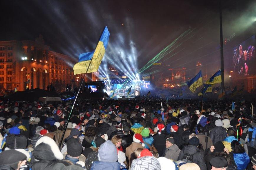 ФОТОРЕПОРТАЖ: Группа запорожцев отпраздновала новый год в «революционных» условиях на столичном Майдане, фото-7