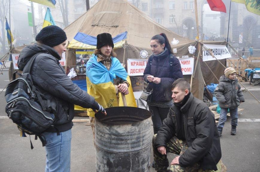ФОТОРЕПОРТАЖ: Группа запорожцев отпраздновала новый год в «революционных» условиях на столичном Майдане, фото-6