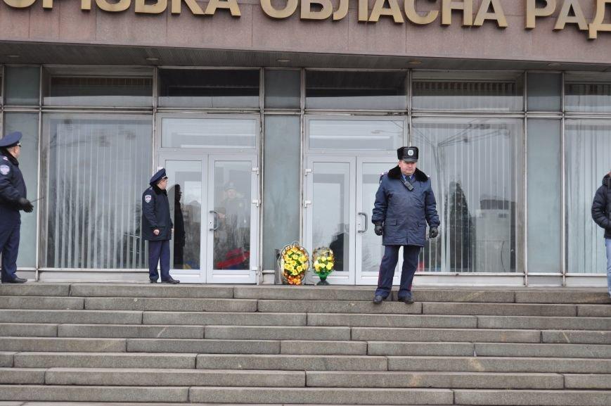 ФОТОФАКТ: В Запорожье санитары скорой помощи преподнесли губернатору похоронный венок (ОБНОВЛЕНО), фото-1