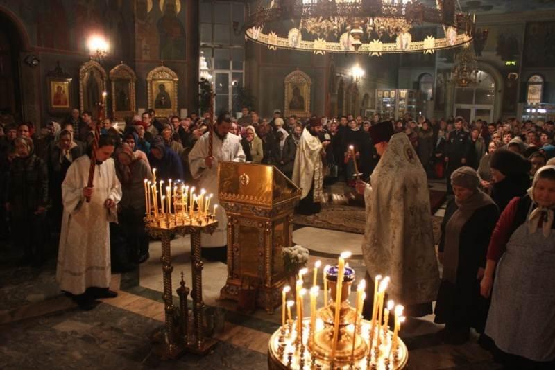 Глава Чувашии посетил Рождественское богослужение в Покровско-Татианинском соборе (ФОТО), фото-1