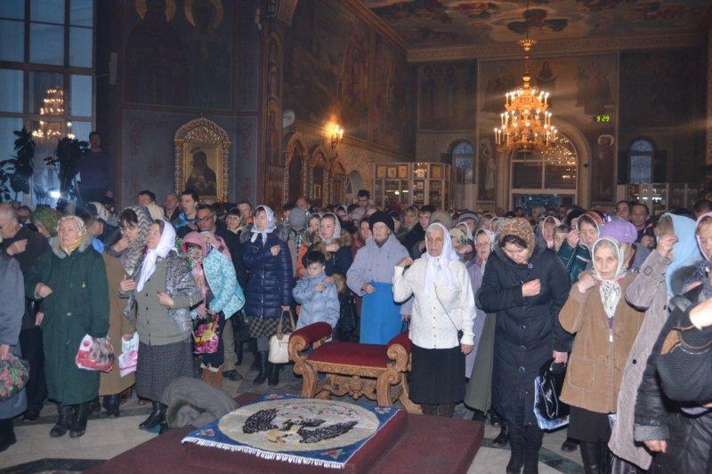 Глава Чувашии посетил Рождественское богослужение в Покровско-Татианинском соборе (ФОТО), фото-4