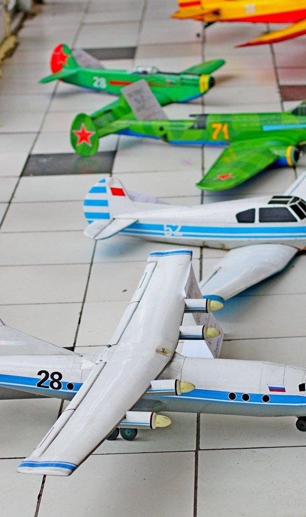 В здании донецкого аэропорта летали военные самолетики (фото), фото-4