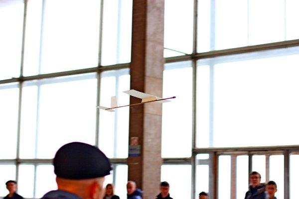В здании донецкого аэропорта летали военные самолетики (фото), фото-1