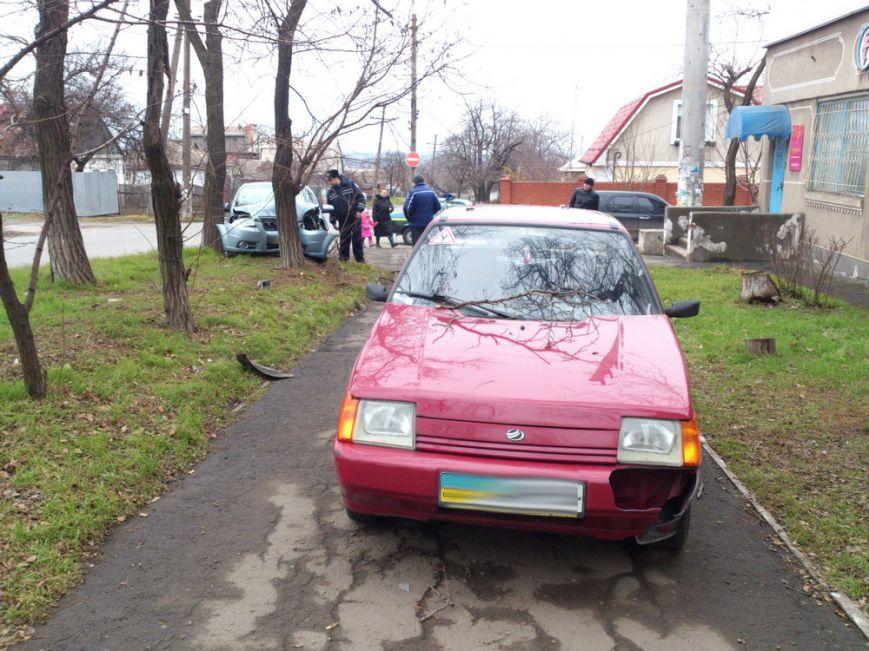 В Мариуполе на улице Бахмутской автомобиль «Шевроле» влетел в дерево (ФОТО), фото-2