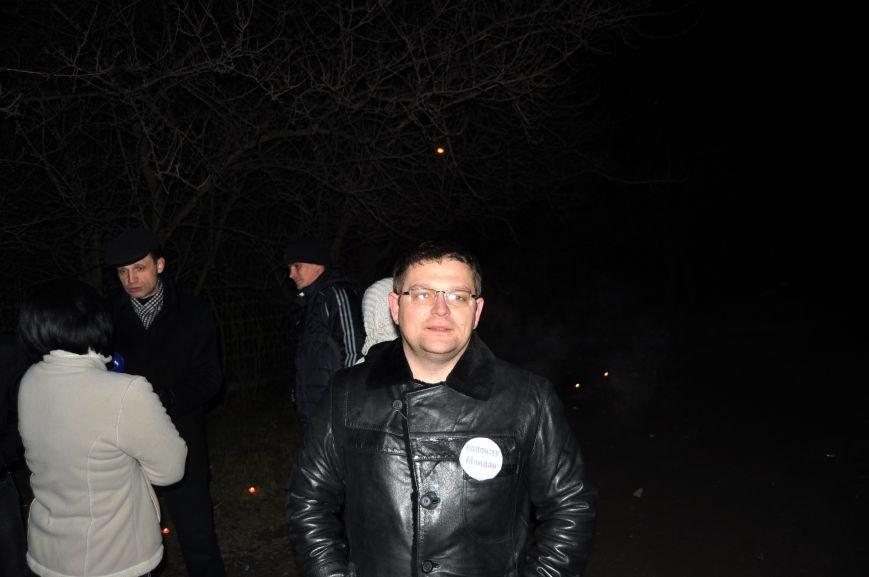 Запорожские активисты зажгли свечи, пытаясь привлечь внимание к проблеме отсутствия освещения на улицах города (ФОТО), фото-3