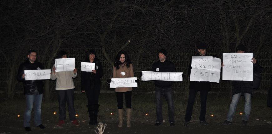 Запорожские активисты зажгли свечи, пытаясь привлечь внимание к проблеме отсутствия освещения на улицах города (ФОТО), фото-1