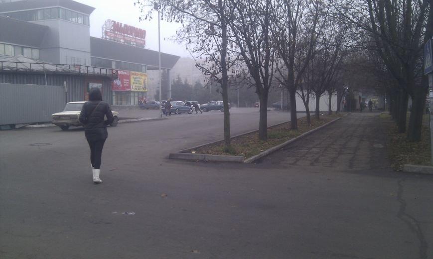 В центре Мариуполя не разъехались  BMW и «Соболь» (Фотофакт), фото-3