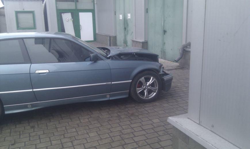 В центре Мариуполя не разъехались  BMW и «Соболь» (Фотофакт), фото-4