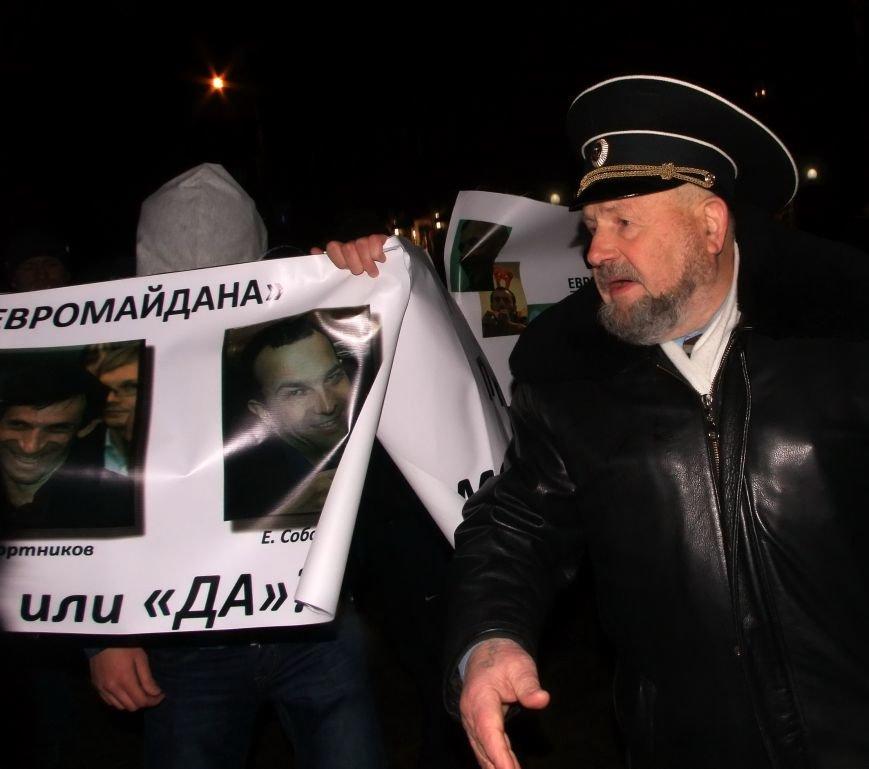 Рождественский вертеп на донецком Евромайдане попытались сорвать «борцы против курения» (фото, видео), фото-5