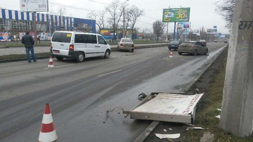 В Мариуполе брошенный на дороге автомобиль спровоцировал аварию (ФОТО+ВИДЕО), фото-3