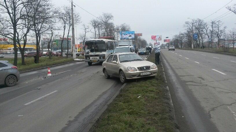 В Мариуполе брошенный на дороге автомобиль спровоцировал аварию (ФОТО+ВИДЕО), фото-2