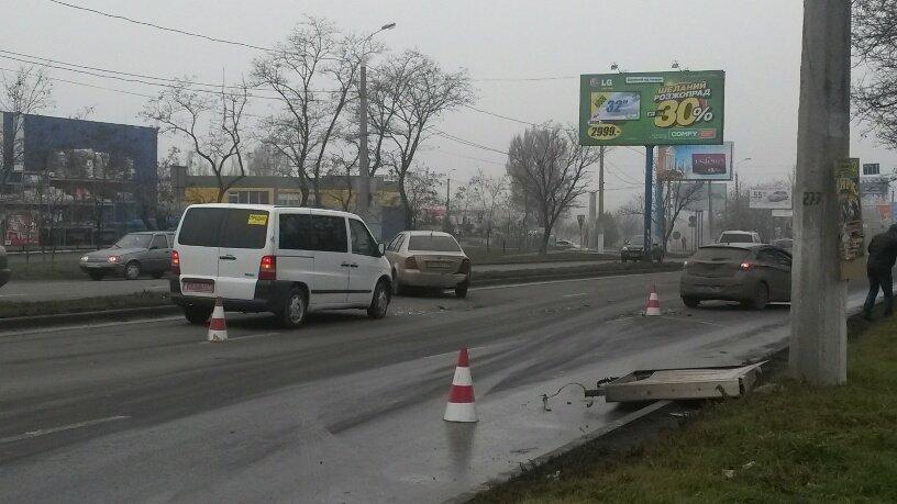 В Мариуполе брошенный на дороге автомобиль спровоцировал аварию (ФОТО+ВИДЕО), фото-5