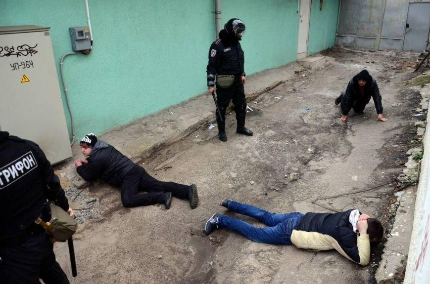 В Харькове «титушки» с ножами и газовыми баллончиками штурмовали церковь, в которой забаррикадировались евромайдановцы (ОБНОВЛЕНО, фото), фото-41