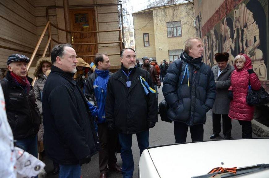 В Харькове «титушки» с ножами и газовыми баллончиками штурмовали церковь, в которой забаррикадировались евромайдановцы (ОБНОВЛЕНО, фото), фото-5