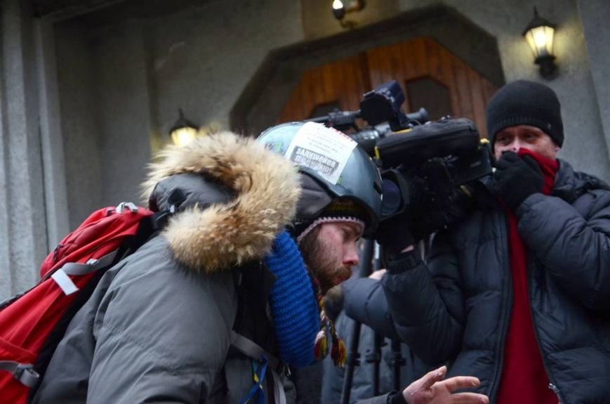 В Харькове «титушки» с ножами и газовыми баллончиками штурмовали церковь, в которой забаррикадировались евромайдановцы (ОБНОВЛЕНО, фото), фото-39