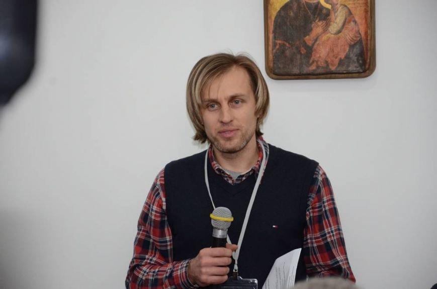 В Харькове «титушки» с ножами и газовыми баллончиками штурмовали церковь, в которой забаррикадировались евромайдановцы (ОБНОВЛЕНО, фото), фото-68