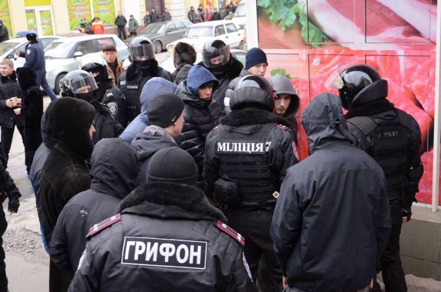 В Харькове «титушки» с ножами и газовыми баллончиками штурмовали церковь, в которой забаррикадировались евромайдановцы (ОБНОВЛЕНО, фото), фото-52