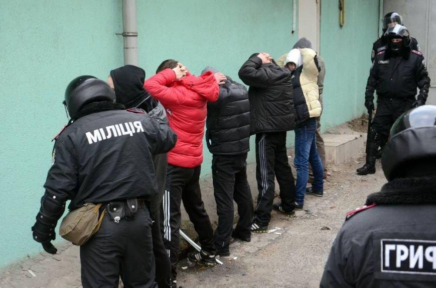В Харькове «титушки» с ножами и газовыми баллончиками штурмовали церковь, в которой забаррикадировались евромайдановцы (ОБНОВЛЕНО, фото), фото-51