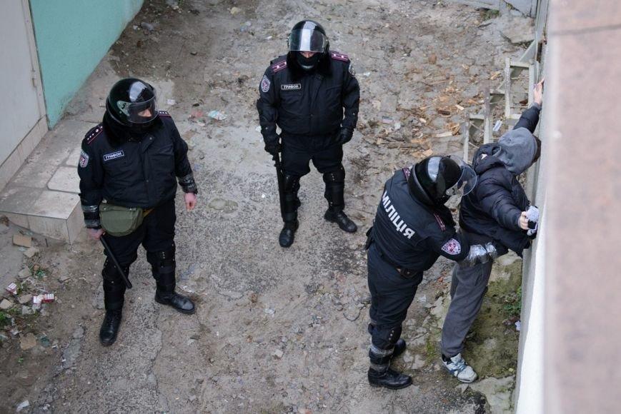 В Харькове «титушки» с ножами и газовыми баллончиками штурмовали церковь, в которой забаррикадировались евромайдановцы (ОБНОВЛЕНО, фото), фото-27
