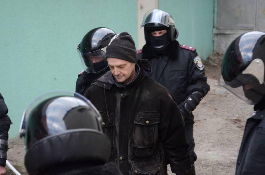 В Харькове «титушки» с ножами и газовыми баллончиками штурмовали церковь, в которой забаррикадировались евромайдановцы (ОБНОВЛЕНО, фото), фото-63